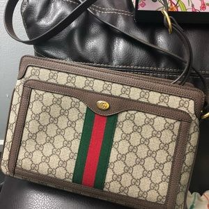 Gucci GG Supreme Shoulder Bag Medium Ophidia